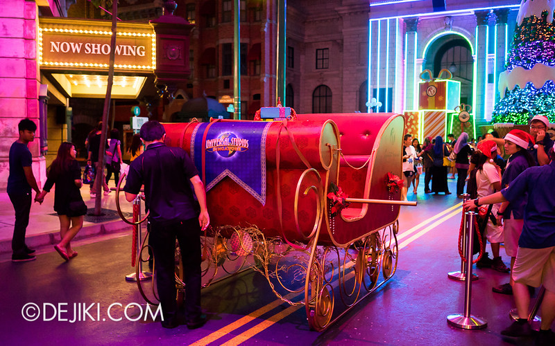 Universal Studios Singapore - A Christmas Sleigh