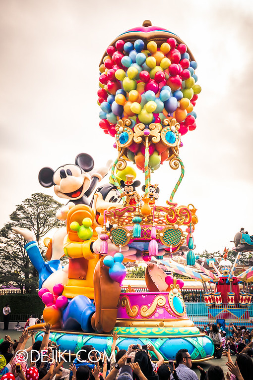 Tokyo Disneyland - Happiness is Here Parade 39 / Grand Finale, Mickey's Hot Air Balloon, Balloons
