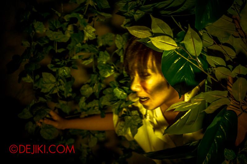 Halloween Horror Nights 4 - Jing's Revenge haunted house - The courtyard 2