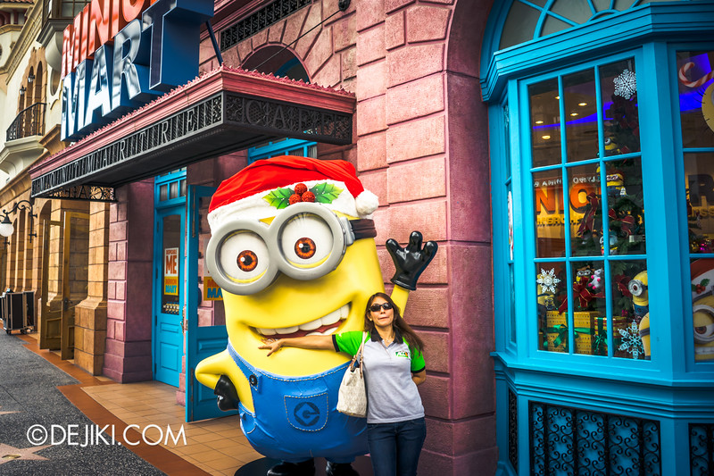 Universal Studios Singapore - Park Update November 2014 - USS Christmas Event - Minion Santa hat