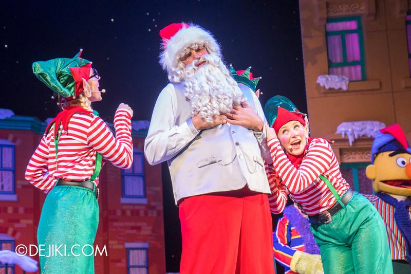 Universal Studios Singapore - Sesame Street Saves Christmas show 12