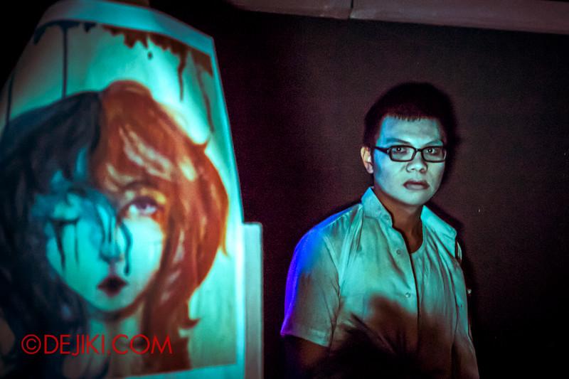 Halloween Horror Nights 4 - Jing's Revenge haunted house - The art room