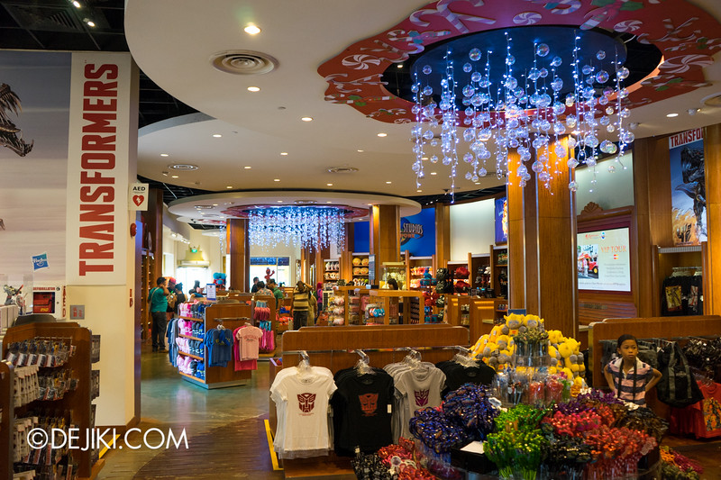 Universal Studios Singapore - Park Update November 2014 - USS Christmas Event - Seasonal Store - Inside Hollywood Main Store 1
