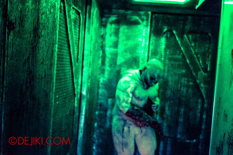 Halloween Horror Nights 4 - The L.A.B Laboratory of Alien Breeding - Corridor of Doors 2