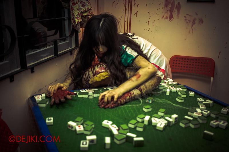 Halloween Horror Nights 5 Haunted House - Siloso Gateway Block 50 / Chinese home - mahjong table