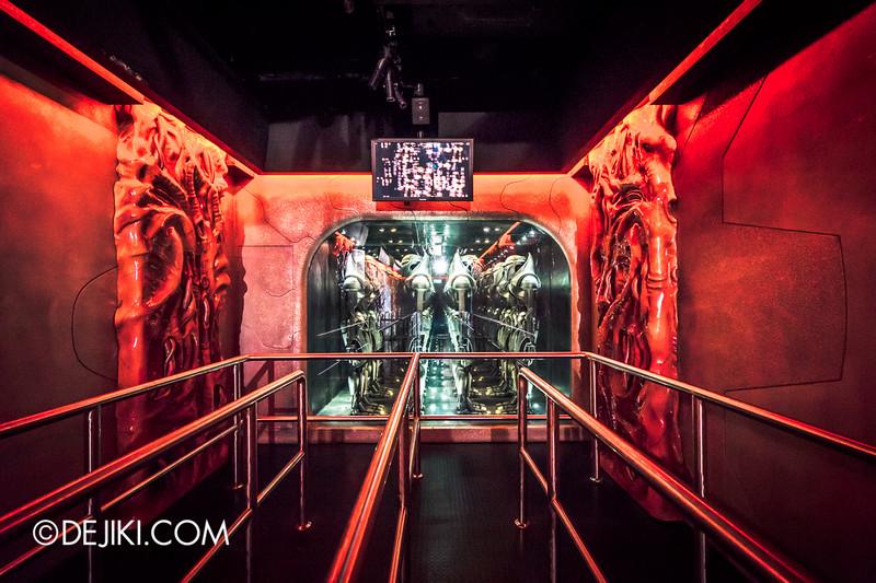 Universal Studios Singapore - Battlestar Galactica: HUMAN vs CYLON dueling roller coaster ride - CYLON basestar interior 3