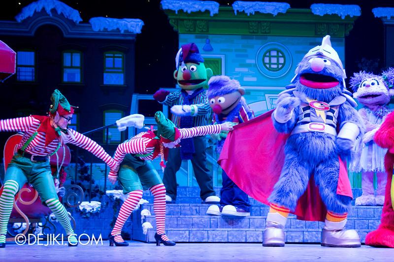 Universal Studios Singapore - Sesame Street Saves Christmas show 10