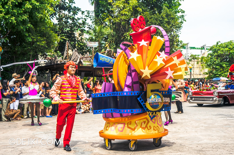 Universal Studios Singapore - Park Update March 2015 - Hollywood Dreams Parade 2015 Renewal: Universal Party Parade 3
