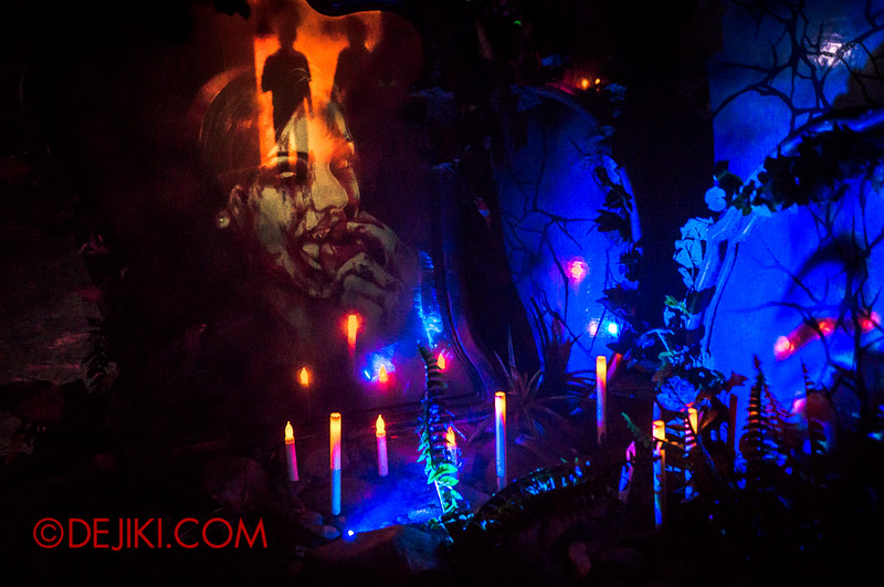 Halloween Horror Nights 4 - Scary Tales scare zone - Creepy mirrors