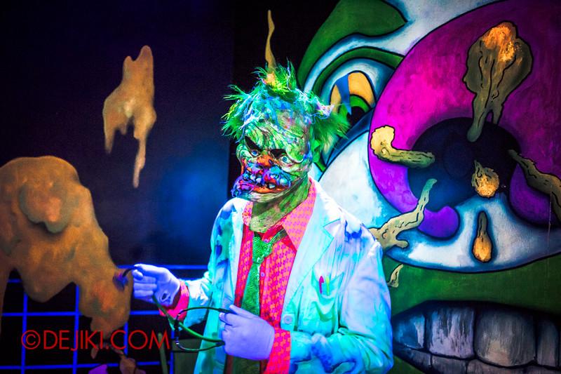 Halloween Horror Nights 4 - Jack's 3-Dementia 3D haunted house - Mutant clown