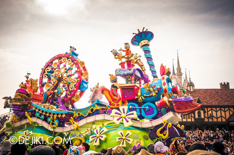 Tokyo Disneyland - Happiness is Here Parade 6 / Opening Float