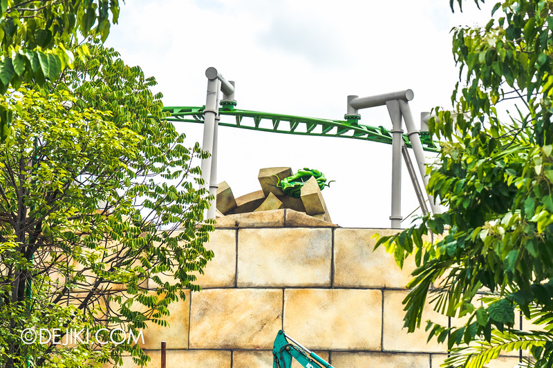 Universal Studios Singapore - Park Update November 2014 - Puss in Boots' Giant Journey rollercoaster construction update - fallen tower with giant vine