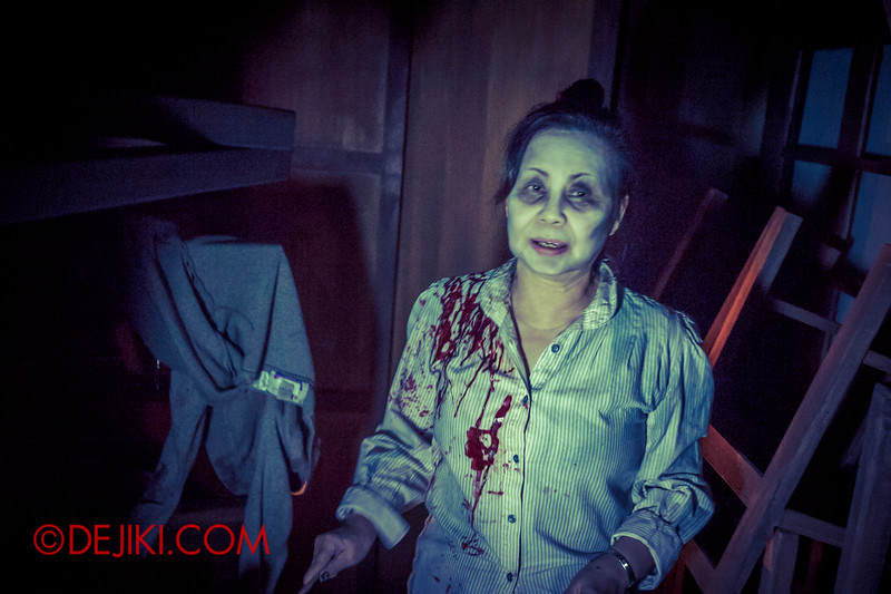 Halloween Horror Nights 4 - Jing's Revenge haunted house - The teacher