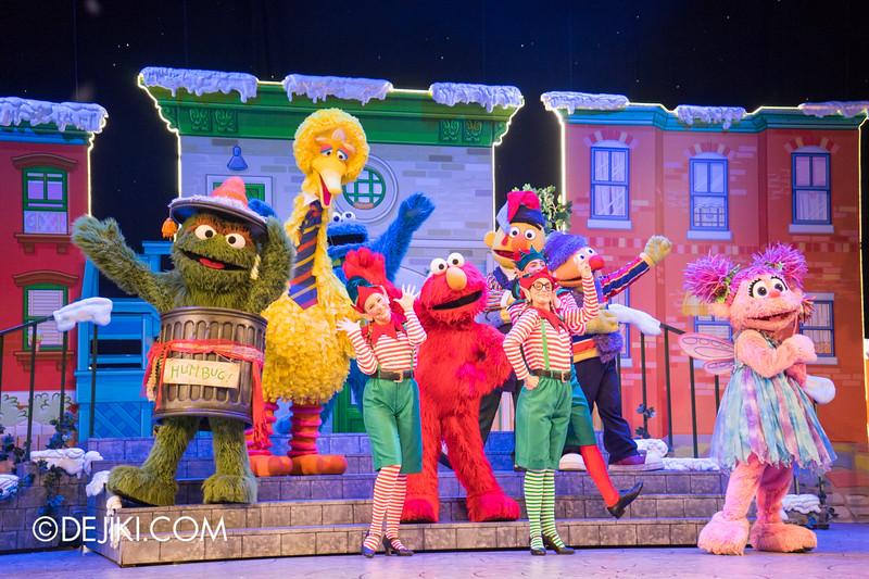 Universal Studios Singapore - Sesame Street Saves Christmas show 18