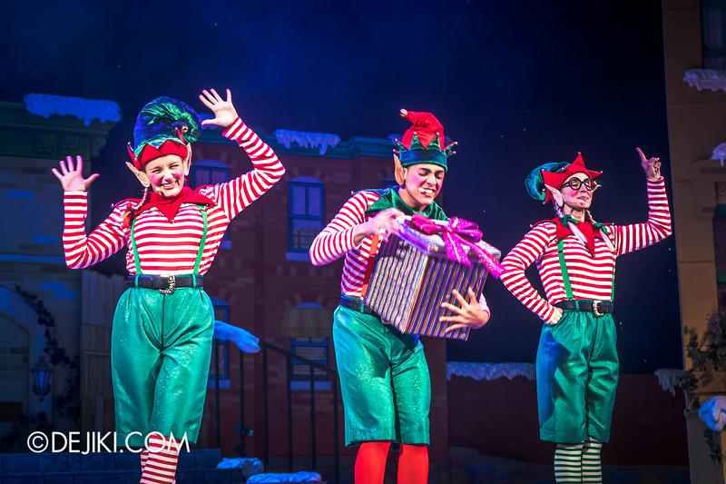 Universal Studios Singapore - Sesame Street Saves Christmas show 6 / Santa's Elves