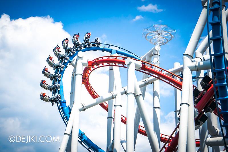 Universal Studios Singapore - Battlestar Galactica: HUMAN vs CYLON dueling roller coaster ride - CYLON inversions 1 - cobra roll