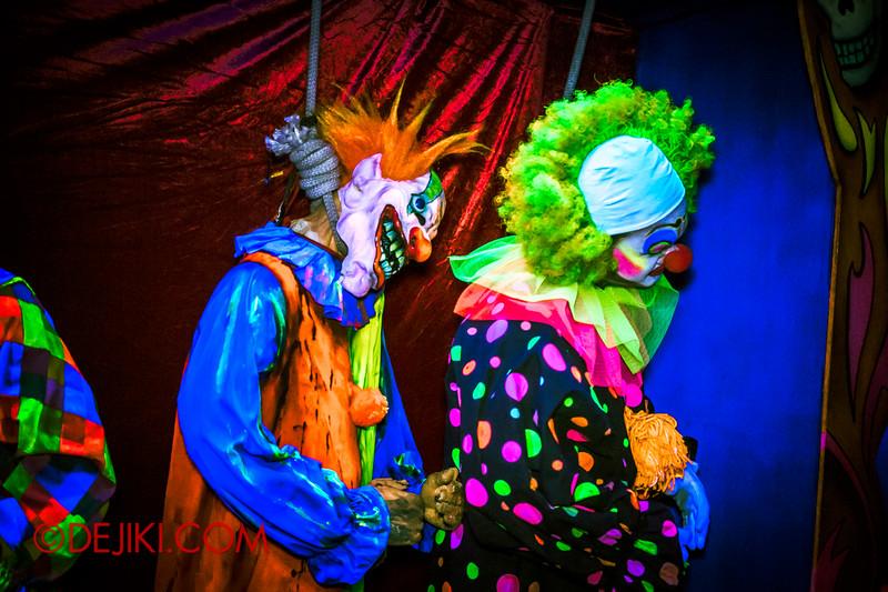 Halloween Horror Nights 4 - Jack's 3-Dementia 3D haunted house - Clowns in Hiding
