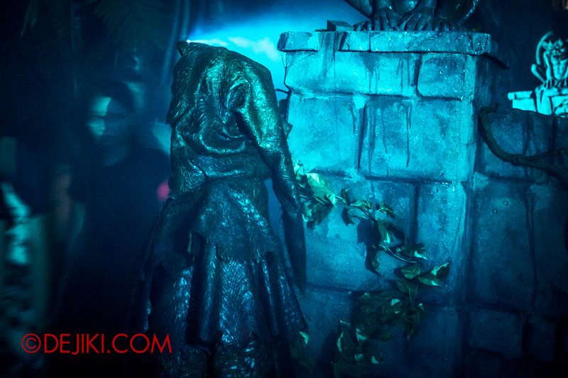 Halloween Horror Nights 4 - Scary Tales scare zone - Faceless