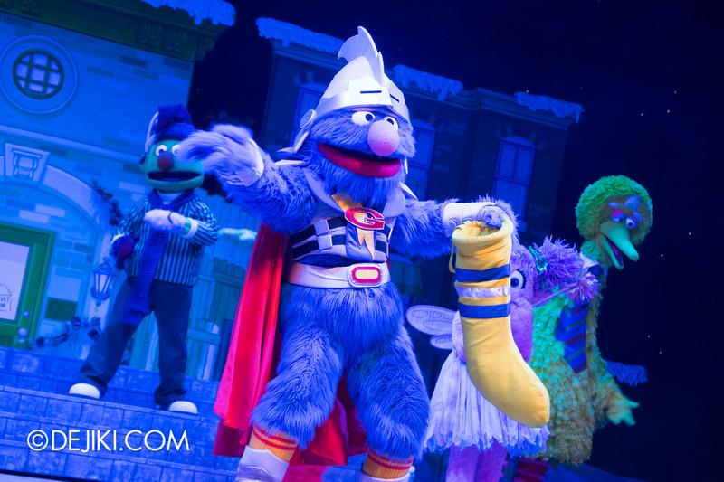 Universal Studios Singapore - Sesame Street Saves Christmas show 11