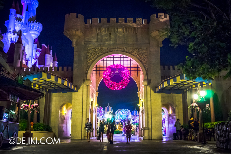 Universal Studios Singapore - Park Update December 2014 - Christmas at Santa's Land / Far Far Away at night