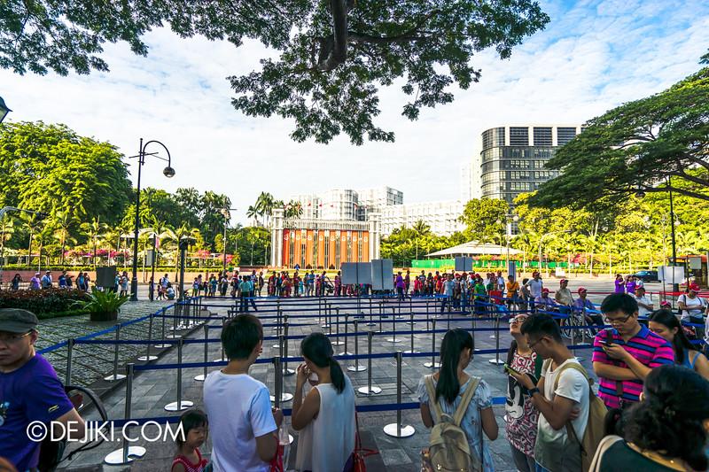 The Istana, Singapore - Entrance queue 2