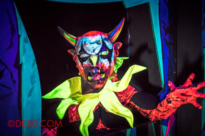 Halloween Horror Nights 4 - Jack's 3-Dementia 3D haunted house - Mirror trap