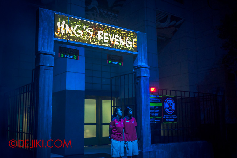 Halloween Horror Nights 4 - Jing's Revenge haunted house - The Gates to Jing's Revenge