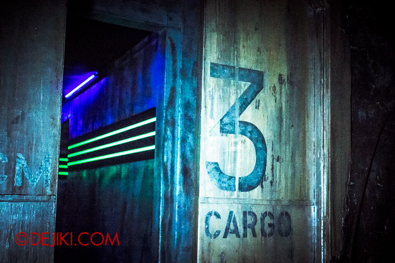 Halloween Horror Nights 4 - The L.A.B Laboratory of Alien Breeding - CARGO VAULT